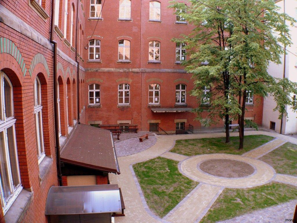 1courtyardGimnazjumKatowice